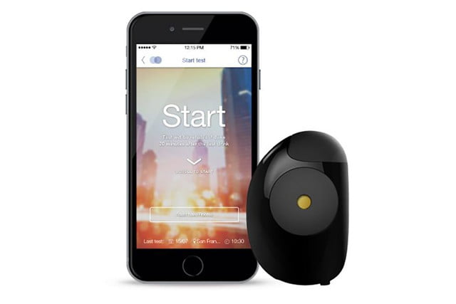 floome smart breathalyzer connects to your smartphone floorme and app press image