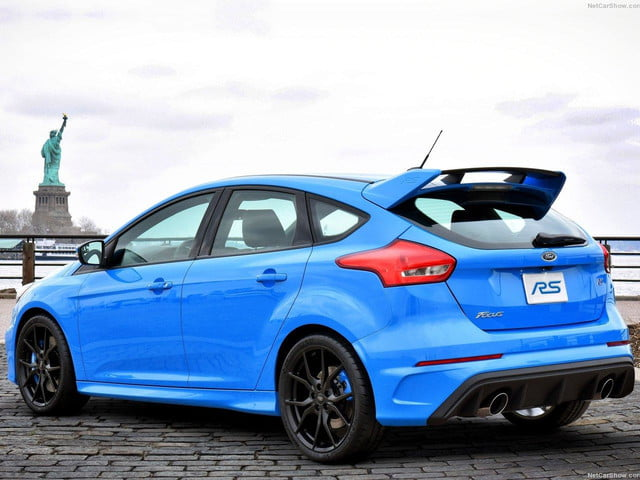 Ford-Focus_RS_2016_rear angle