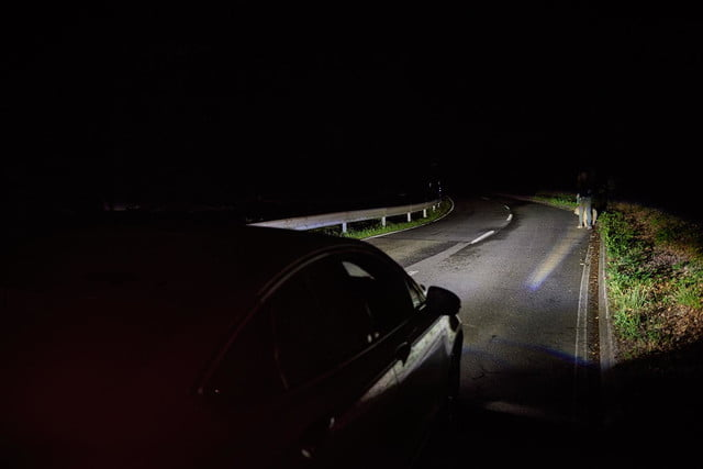 ford tests headlights that can point out pedestrians iws2015 advancedlight 079