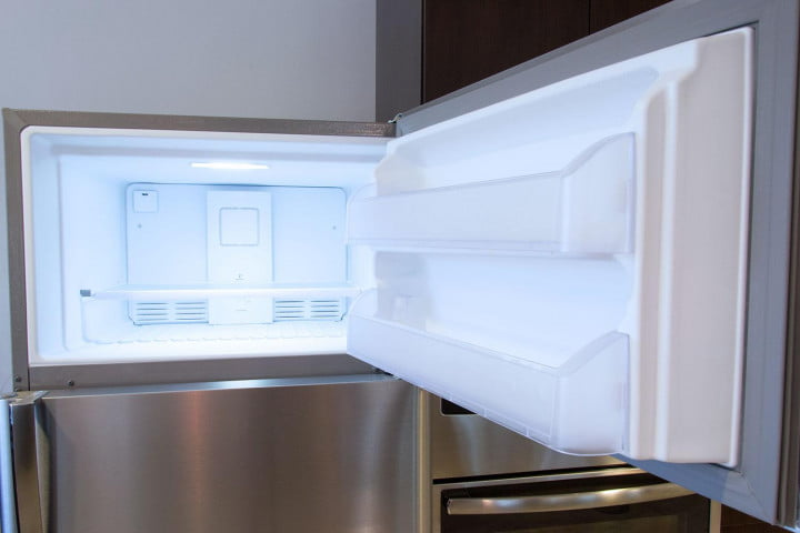 Frigidaire FGHT1846QF freezer open