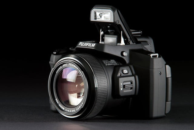 Fujifilm FinePix S1 front angle flash