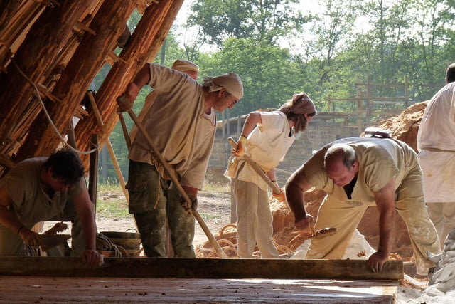 the guedelon castle is being built with 13th century techniques gu  delon 0011