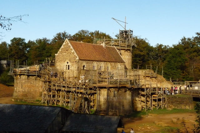 the guedelon castle is being built with 13th century techniques gu  delon 002