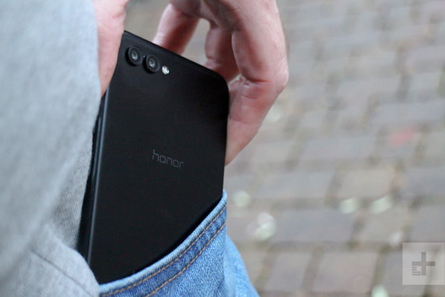 Honor View 10 review back pocket