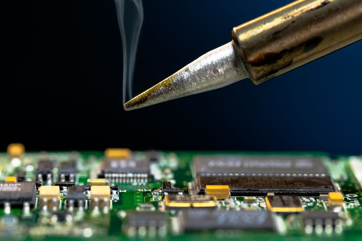 How To Solder A Complete Noobs Guide Melting Metal Digital Trends Soldering Circuit Board