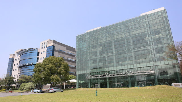 how htc builds its smartphones a tour in taiwan factory 01
