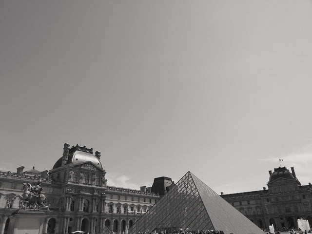 huawei p20 pro leica street photography feature bw louvre