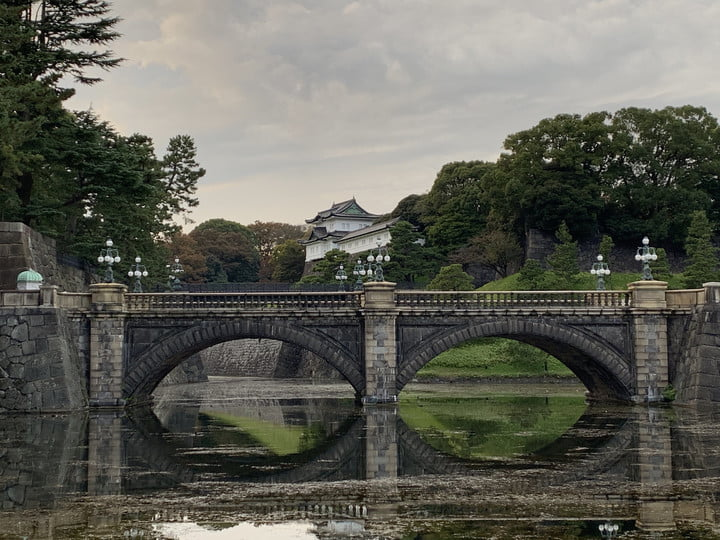 iPhone XR Optical zoom vs. Digital zoom: Imperial Palace