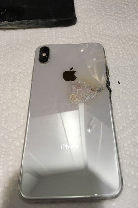 iphone xs max catches fire emits smoke 1