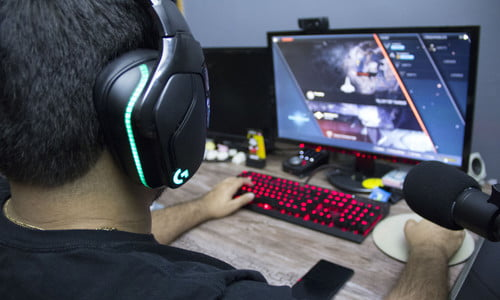 Logitech G935 and G432 Review: Great Gaming Headsets With Flaws