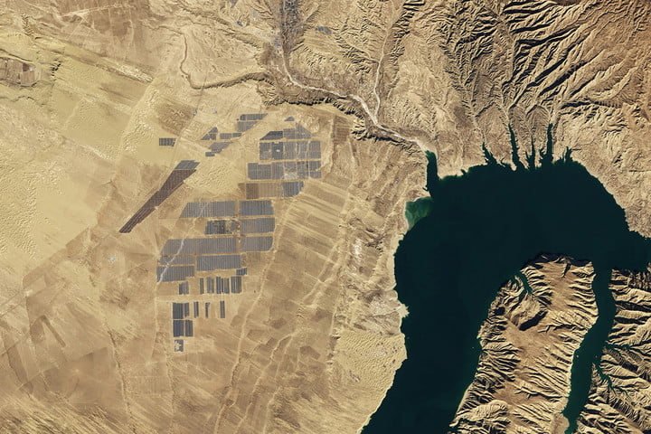 worlds largest solar farms longyangxia dam park