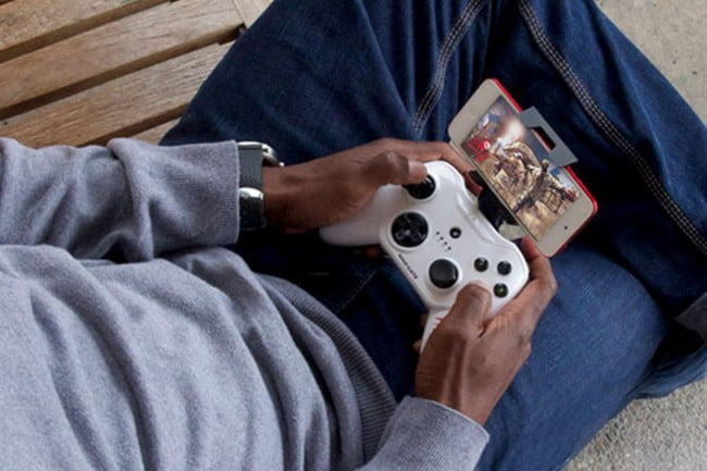 The Best Game Controllers for the iPhone To Enhance Your Gameplay | Digital Trends