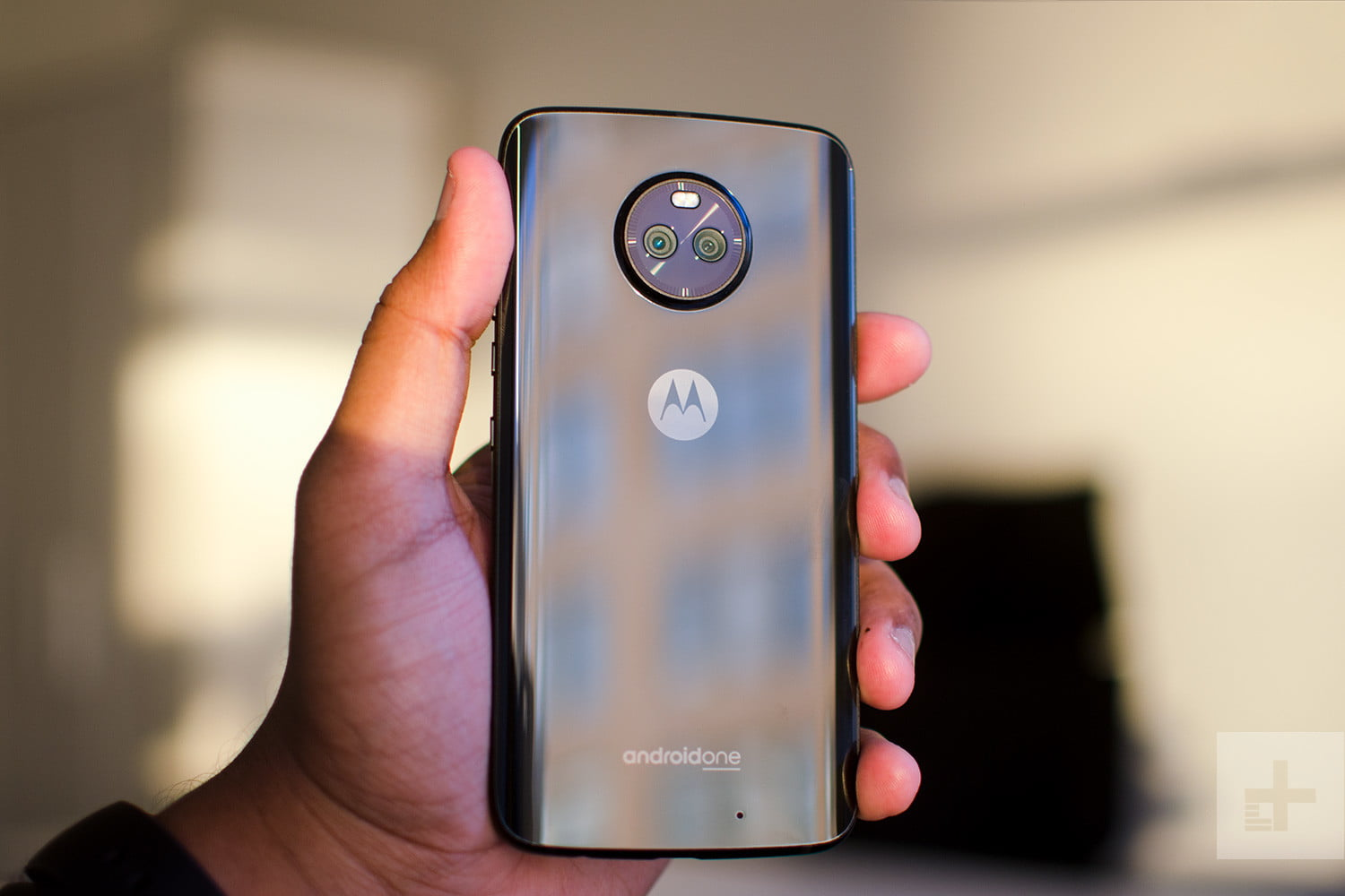 Moto X4 Android One review back in hand