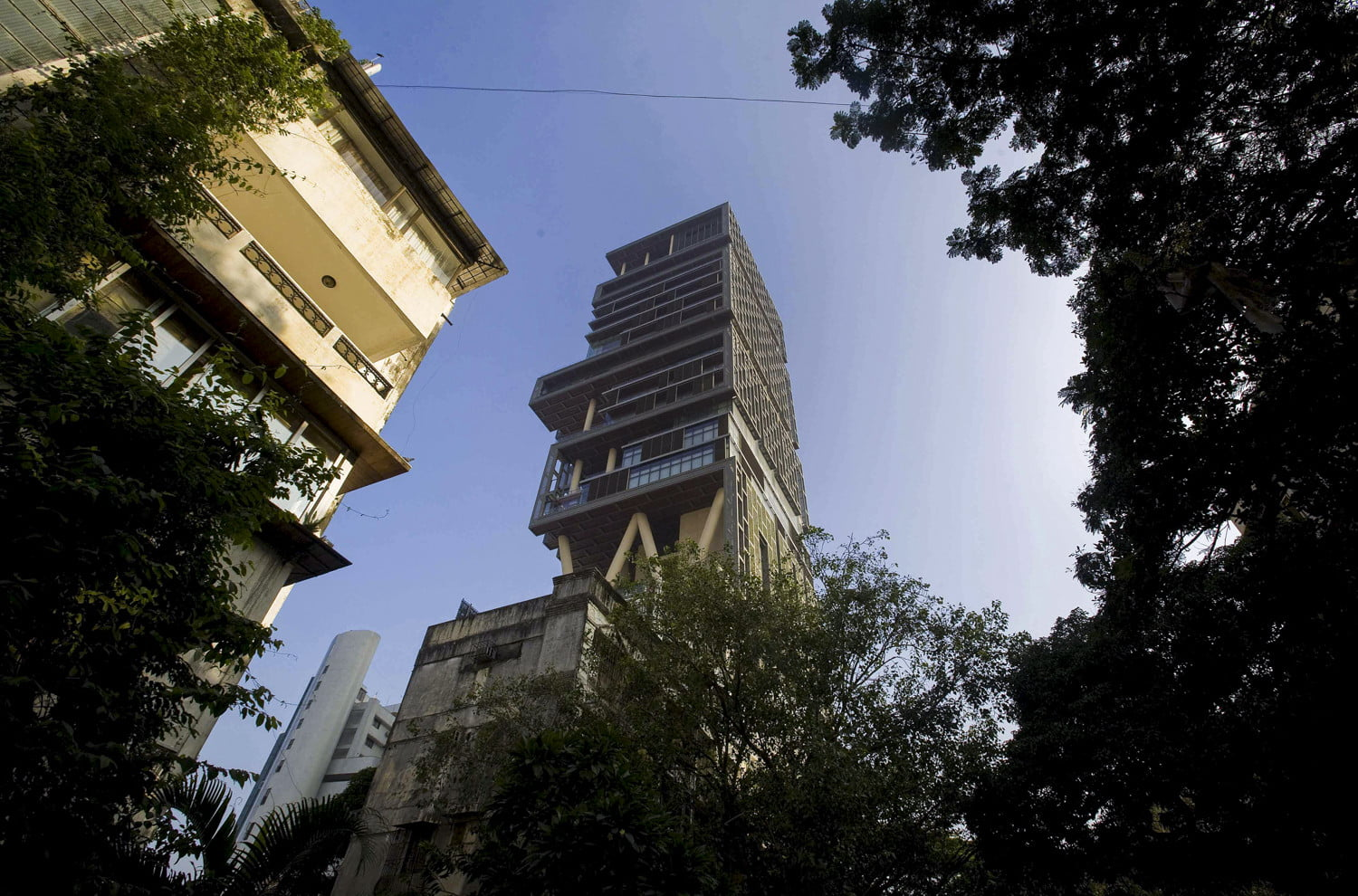 The biggest houses in the world antilia the biltmore estate and more digital trends