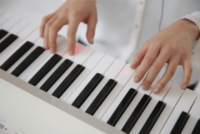 the one smart piano key light up