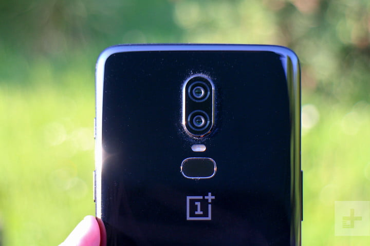 oneplus 6 hands on top half