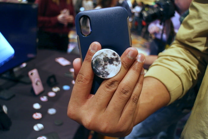 most interesting mobile accessories ces 2019 otterbox pop sockets 22