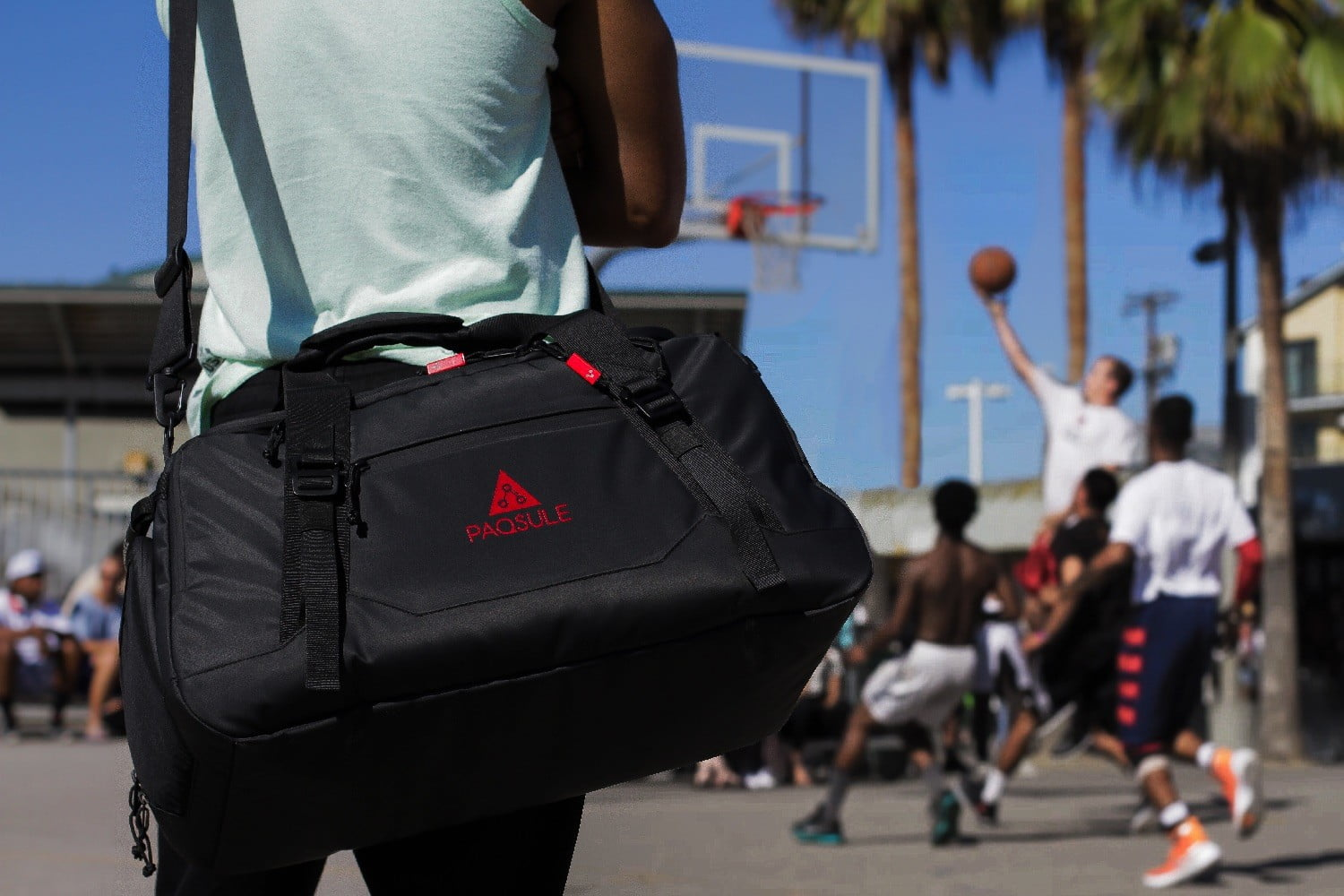 Goodbye Odors! This Smart Gym Bag Freshens Its Contents For You ... 54a855f63edee