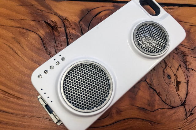 Peri iPhone case with speaker 3