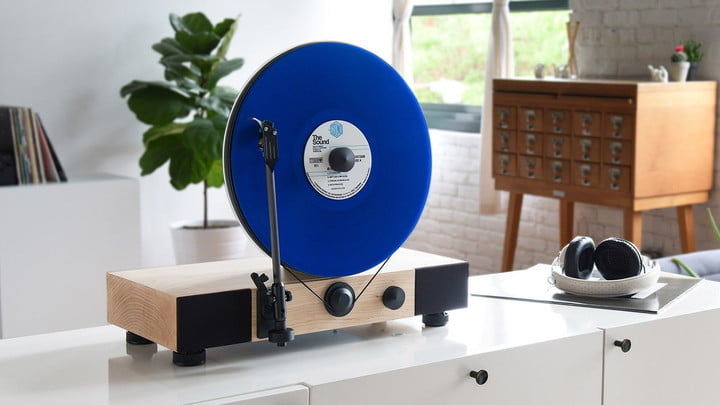 Gramovox: Floating record vertical turntable