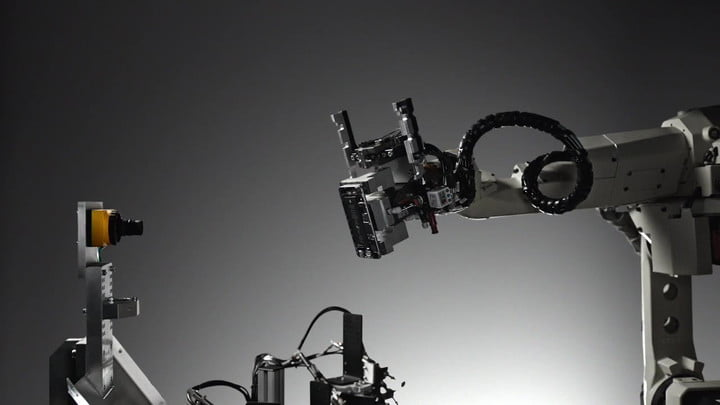 Apple LIAM Robot Deconstructs iPhones for Recycling
