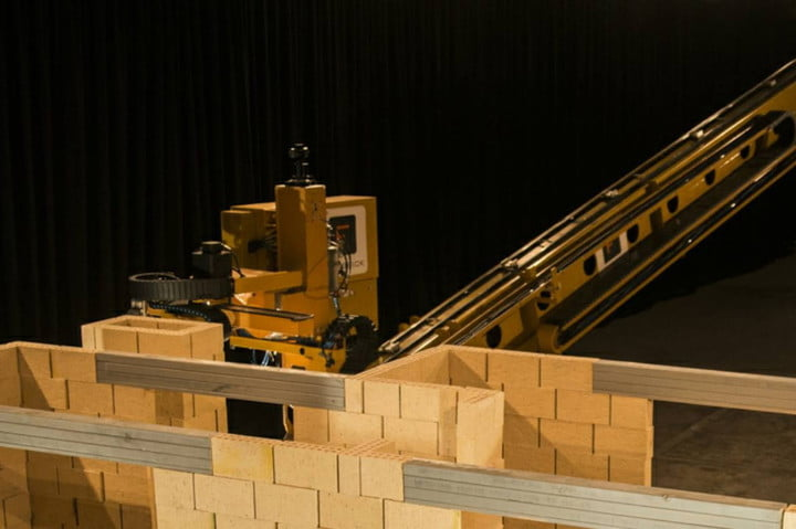 Watch a Giant Bricklaying Robot Build a House in This Time-lapse Video