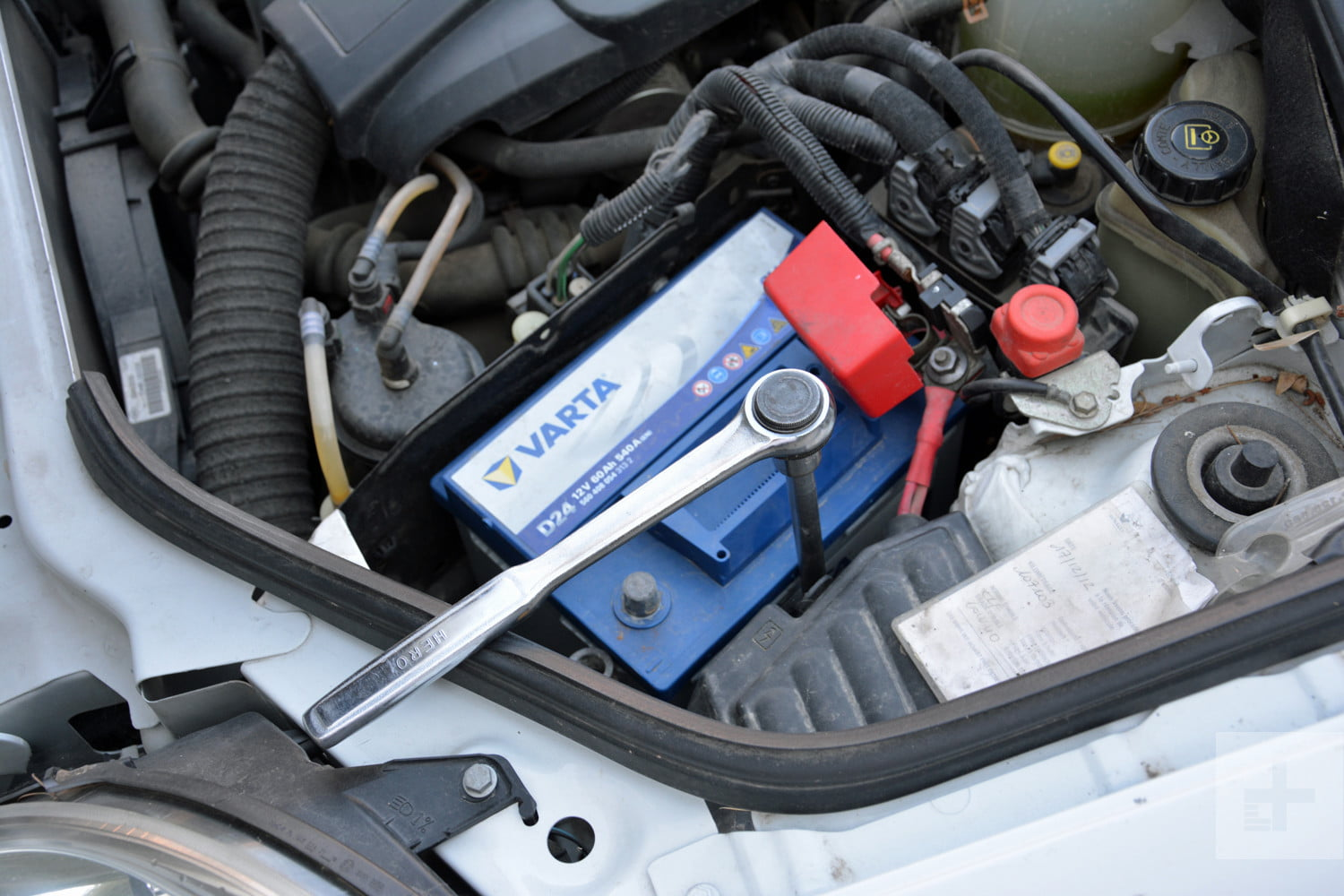 Battery Car: Instructions And Photos On How To Change A Car Battery