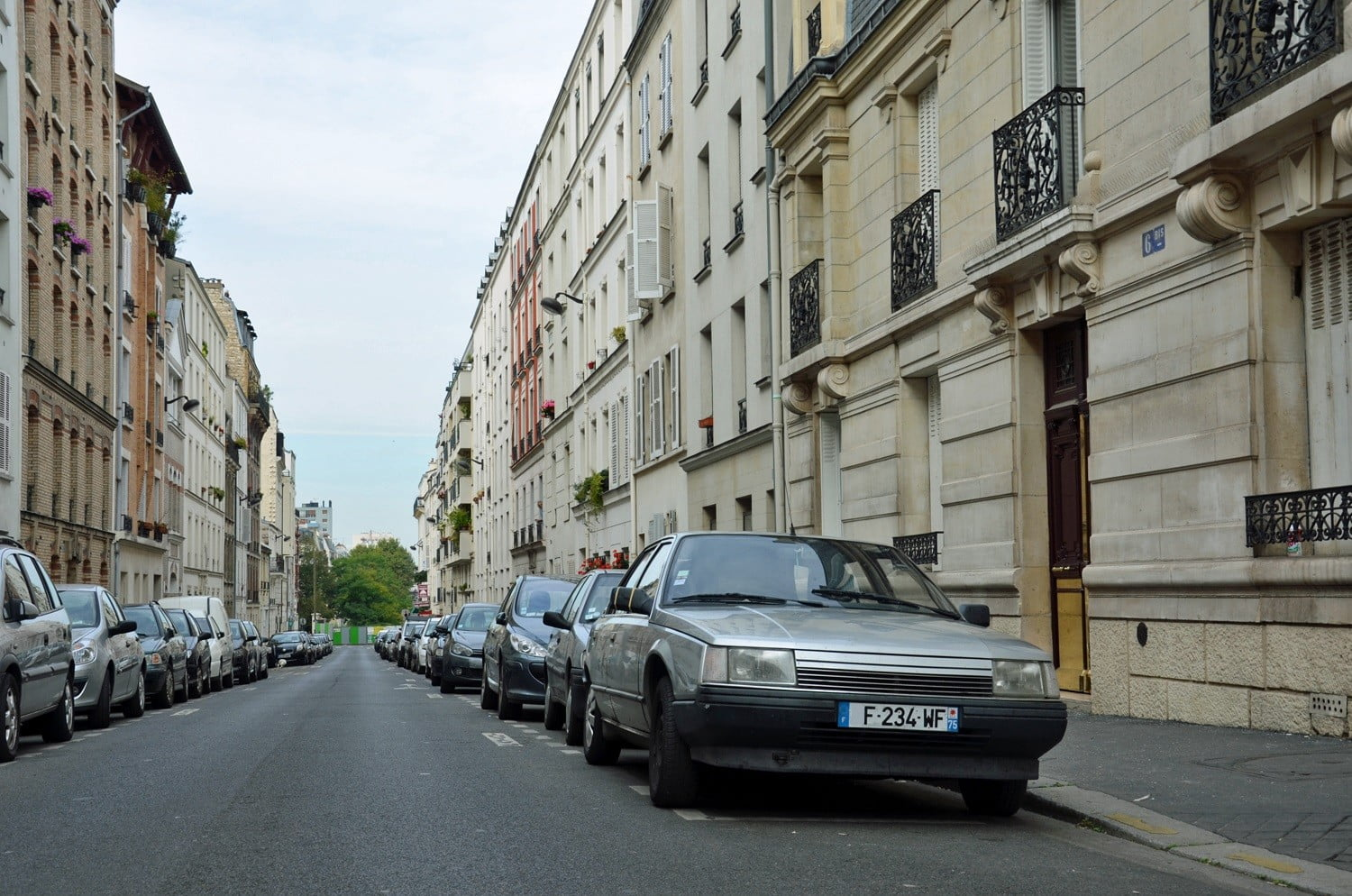 These cars are now banned from Paris city limits to help curb air ...