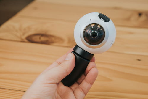take videos 360 degree views popular vr camera samsung in hand