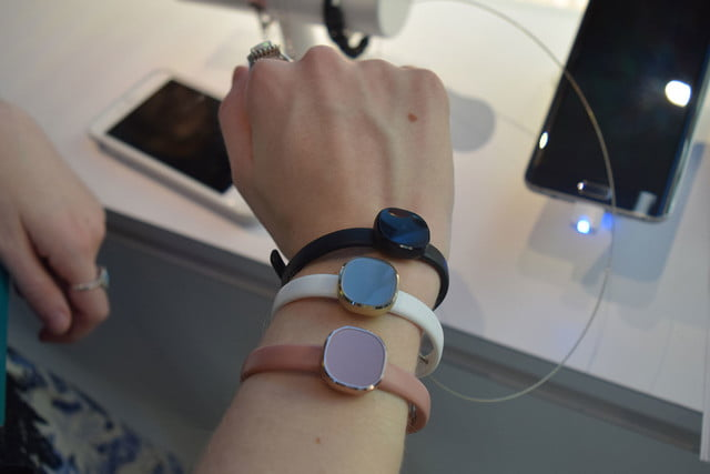 samsung fitness wearable jewelry concept prototype 007