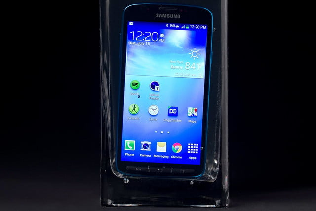 Samsung Galaxy S4 Active review submerged