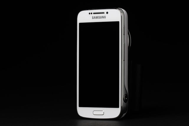 Samsung-Galaxy-S4-Zoom-upright-phone-side