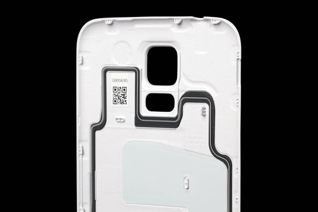 Samsung Galaxy S5 review rear cover 2