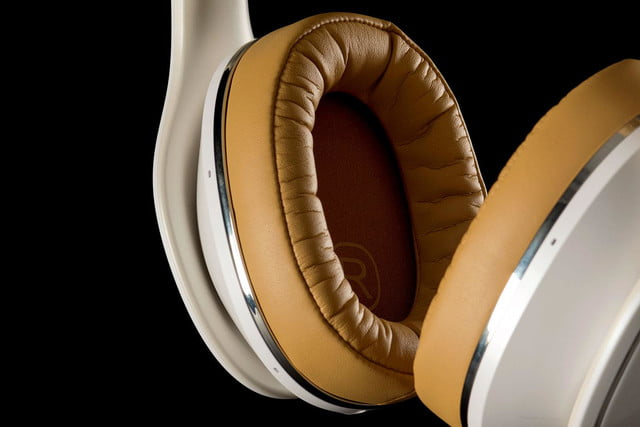 Samsung LevelOver earcup 2
