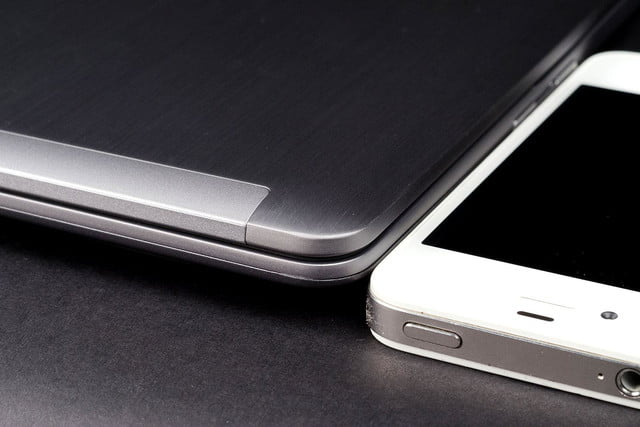 Samsung Series 7 Ultra iphone thickness comparison
