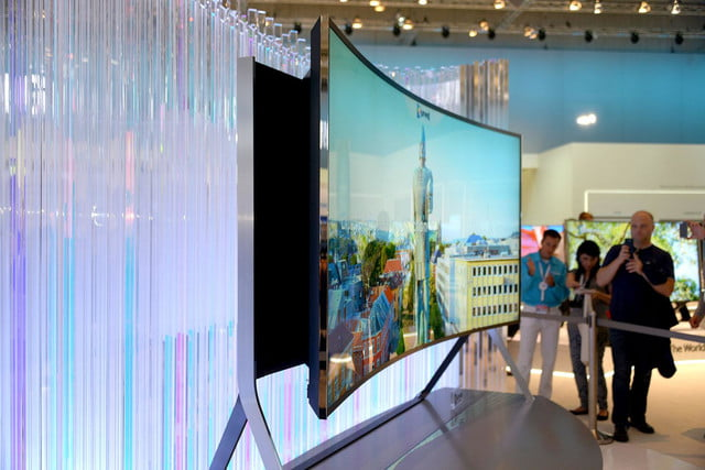 samsungs massive bending 4k tv flexes flat curved right front face samsung 13