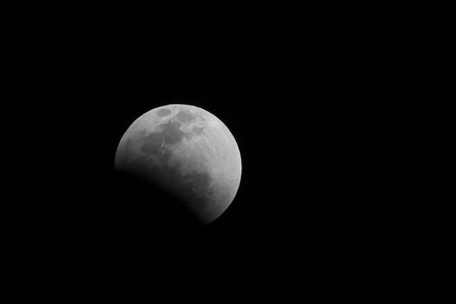 grab camera head outside now blood moon makes second appearance smp 20140414 eclipse start