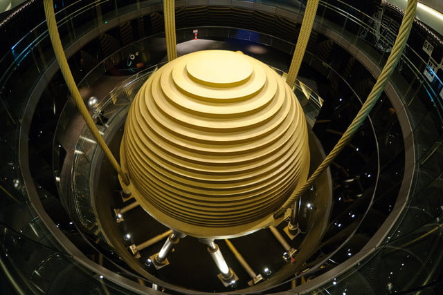 earthquake resistant buildings taipei 101 tuned mass damper 2010