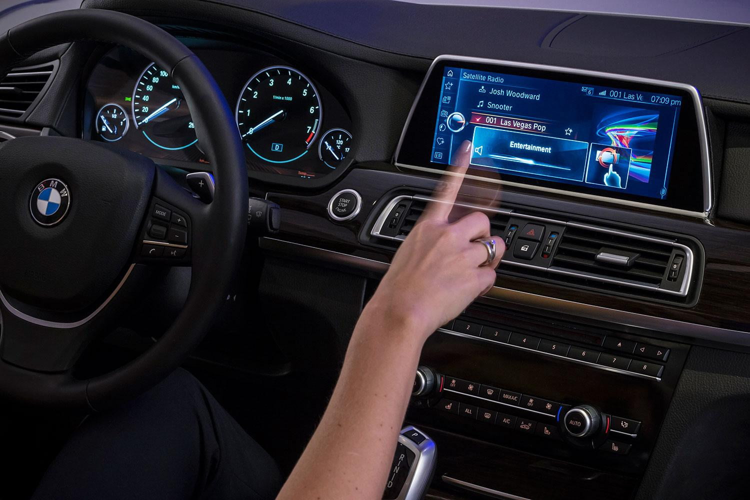 new bmw idrive features touchscreen and gesture recognition digital trends. Black Bedroom Furniture Sets. Home Design Ideas