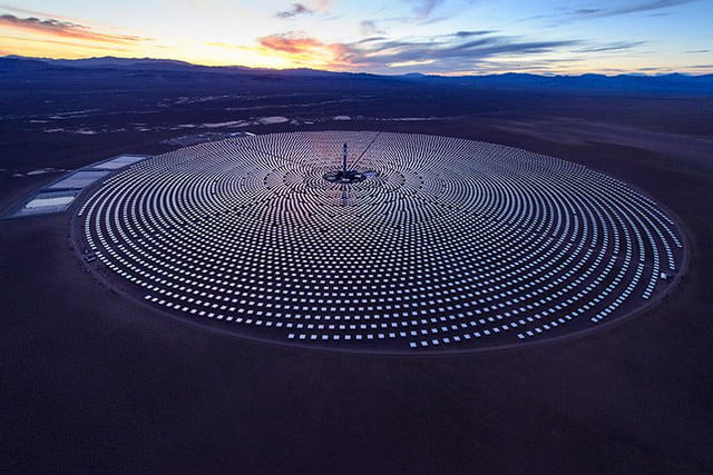 peek inside nevada solar plant 247 power molten salt the utilizes dry cooling technology in a hybrid design to minimize water