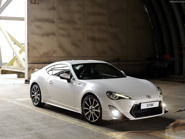 Toyota-GT86_TRD_front angle